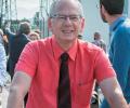 16-L.-Berthoud-chemise-rouge-credit-Didier-Gourbin.png