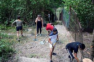 Les chantiers éco-citoyens. 28 jeunes de plusieurs communes de l'agglomération ont participé aux chantiers éco citoyens cet été. © Tommaso Morello
