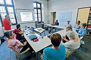 L'association Polymatheia va vers les habitants les plus isolés des quartiers avec des ateliers numériques. © Gilles Garofolin