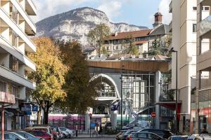 Perspective sur la passerelle de la Cassine depuis la rue du Commandant Joseph Perceval - ©Didier Gourbin/Grand Chambéry